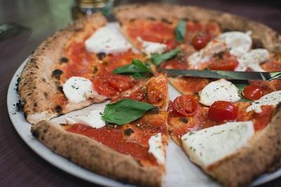 一人暮らしで宅配ピザはいらない!お取り寄せ冷凍ピザを食べろ!