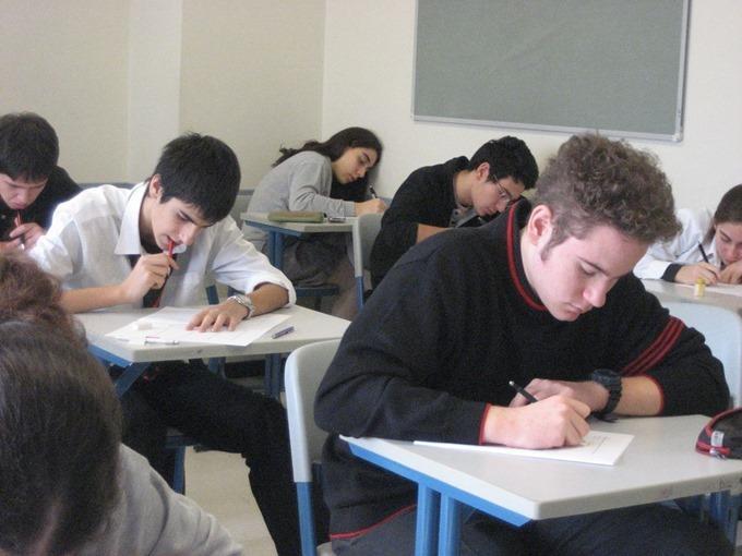 お腹が鳴りにくくなるナッツを食べて、試験に集中しよう!