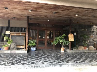 旅館明治玄関2
